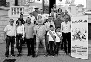 El empresario, varios ganaderos y socios del taurino de San Adrián se dieron cita en la presentación de los carteles de la Feria de San Adrián.
