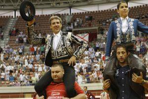 Hermoso de Mendoza compartió la salida a hombros en Logroño con Lea Vicens.