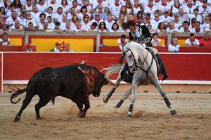 Roberto Armendáriz toreando el pasado 6 de julio en la plaza de Pamplona.