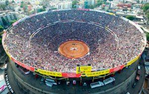 Vista aérea de la Plaza México, la de mayor aforo del mundo.