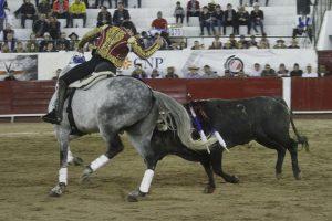 Guillermo Hermoso de Mendoa hizo debutar en León a 'Gallo II'.