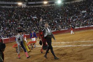 Pablo Hermoso de Mendoza cortó una oreja en su última actuación en la Plaza México.