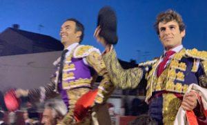 El Cid y Javier Marín compartieron puerta grande en Fitero. Fotografía: M. Sagüés.
