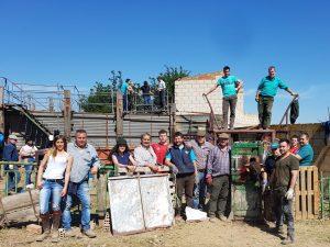El equipo de vaqueros y amigos que llevó a cabo el herradero, con el ganadero, José Antonio Baigorri y su hija Patricia, a la izquierda de la imagen.