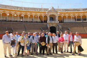 El grupo de aficionados tudelanos en la Maestranza de Sevilla.