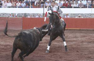 Pablo Hermoso de Mendoza hizo debutar en Alpuyeca a 'Ilusión', hijo de 'Caviar'.