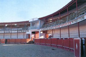 Interior de la centenaria plaza de toros de Fitero.