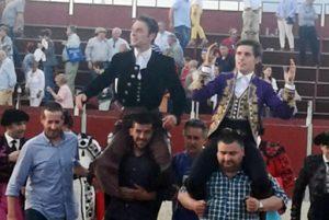 Guillermo Hermoso de Mendoza, en su último festejo con novillos, compartió la puerta grande con Andy Cartagena.