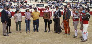 Pablo Hermoso de Mendoza recibió un emotivo homenaje en la plaza de Texcoco.
