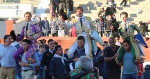Lo tres diestros salieron a hombros en la plaza toledana de Mora.