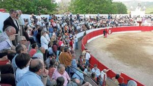 Los tendidos de plaza vizcaína de Orduña durante un festejo anterior al festival de ayer.