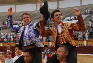 Los Hermoso de Mendoza rubricaron una nueva puerta grande en Badajaoz.