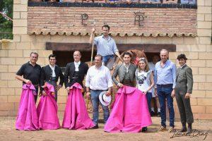 Los participantes en el tentadero. Desde la izquierda, los dos primeros el banderillero pamplonés Juan Carlos Ruiz y el novillero pamplonés Francisco Expósito.