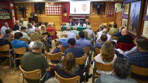 """El salón social del Club Taurino de Pamplona registró un lleno de """"no hay billetes"""". Fotografía: Miguel Osés."""