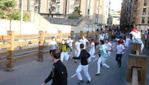 El número de corredores ha sido menor en el último encierro de las fiestas tudelanas. Fotografía: Blanca Aldanondo.