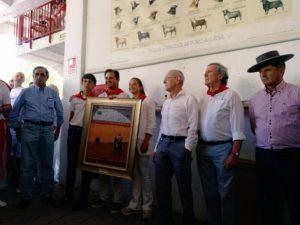Ganadero y mayoral de Jandilla y miembros de la comisión taurina en la entrega del premio Feria del Toro 2018. Forografïa: Javier Arroyo.