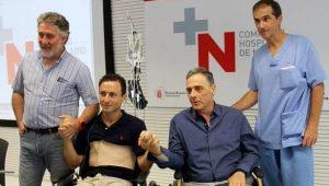 Rafaelillo, en la rueda de prensa, con los médicos Ángell Hidalgo, Ángel Ciga y Miguel Salvador.