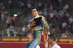 El mexicano Diego San Román ha sido el primero en abrir la puerta grande de Pamplona.