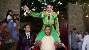 Sánchez Vara abrió por primera vez en esta feria la puerta grande de Tafalla. Fotografías: Navarra.com