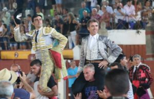 El caballero navarro ha salido a hombros en Almagro en compañía de MIguel Ángel Perera.