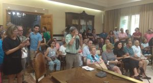 El público ha llenado el Salón de Plenos.