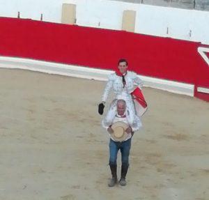Montero ha protagonizado su segunda salida a hombros en Peralta en seis días.