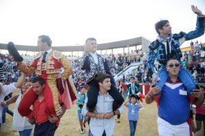 El caballero navarro ha compartido la salida a hombros con El Fandi y Cayetano.