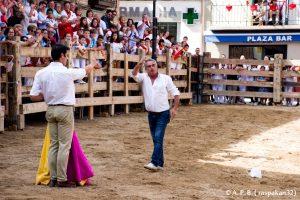 Momento en el que Javier Antón invita a saludar a su padre, Chamaco de Ablitas.