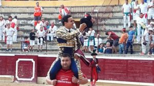 Joaquín Galdós salió a hombros el mes pasado en la plaza navarra de Tafalla.