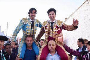 Toñete y Curro Díaz salen a hombros en la plaza de Munera.