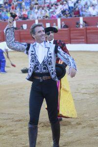 El veterano caballero navarro logró pasear un trofeo en Alcázar de San Juan.