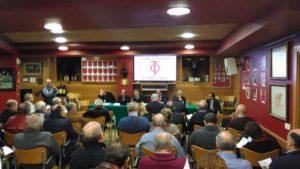 El salón del Club Taurino de Pamplona durante una asamblea de socios.