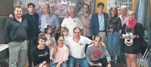 Los premiados con representantes municipales y de la peña Lodosa por el Toro. Fotografía: Vaquero.