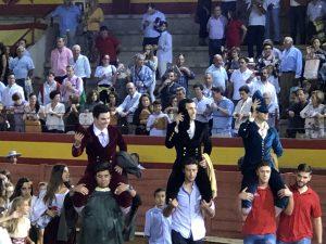 Toñete ha salido a hombros en Palos junto a López Simón y David de Miranda.