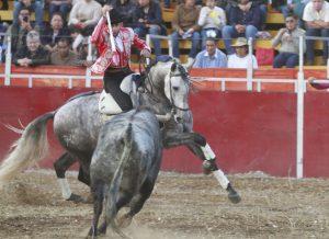 Pablo Hermoso de Mendoza hizo debutar de salida en Tenancingo a 'Luso', que mostró muy buenas maneras parando al toro.