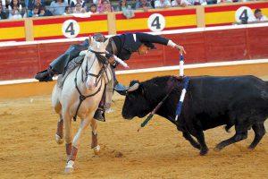 Diego Ventura, hace cinco años en Tudela, en el momento de clavar una corta, montando a 'Remate'.