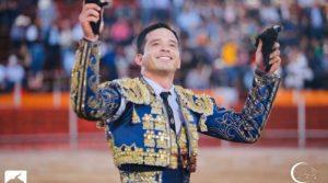 El Chihuahua consiguió en Arandas las dos orejas del quinto y salió a hombros en solitario. Fotografía: Prensa Espectáculos Castellón.