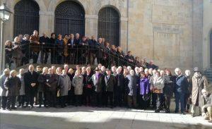Como cada año, los socios del Club Taurino de Pamplona posaron en la escalinata de los Carmelitas Descalzos.