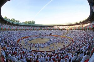 Alrededor de 200.000 personas acuden por la tarde a la plaza de toros de Pamplona entre el 5 y el 14 de julio, en diez días.