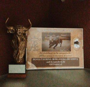 Unoo de los trofeos conseguidos por Ustárroz en tierras del Ebro.