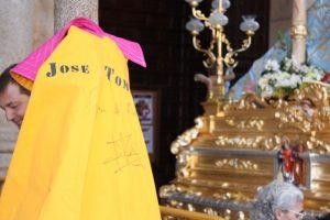 Este capote de José Tomás dedicado a la Virgen alcanzó en puja el precio de 2.200 euros.