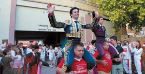 Salida a hombros en Tudela de Toñete y López Simón en la feria del año pasado.