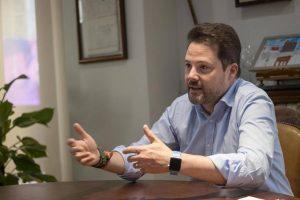 Alejandro Toquero en su despacho de Alcaldía.