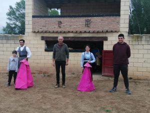 De izda. a dcha., Manolito y Francisco Expósito, Carlos Lumbreras, Patricia Sacristán y Pablo, hijo del buen ganadero riojano