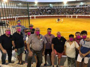 Los de la Peña Daimiel con sus mascarillas personalizadas en la plaza de Manzanares.