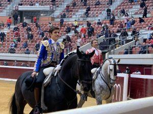 Pablo y Guillermo Hermoso de Mendoza, esta tarde, en la plaza de Logroño tras el paseíllo.