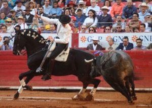 Guillermo Hermoso con 'Jíbaro' paró de salida en La México al toro 'Confirmado', de Los Encinos. Fotografía: pablohermoso.net
