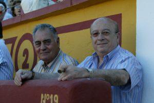 Antonio Domínguez Camacho, a la izquierda, junto a José Luis Iniesta, también recientemente fallecido. Fotografía: Aplausos.es