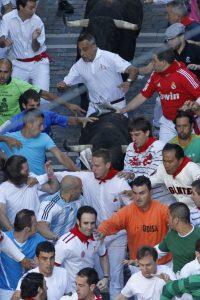 Iokin Zuasti, corriendo en la misma cara de un toro en San Fermín.