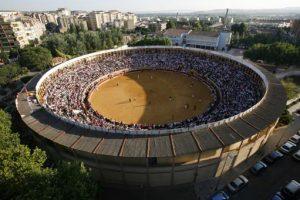 Vista aérea de la plaza de toros de Tudela durante un festejo.